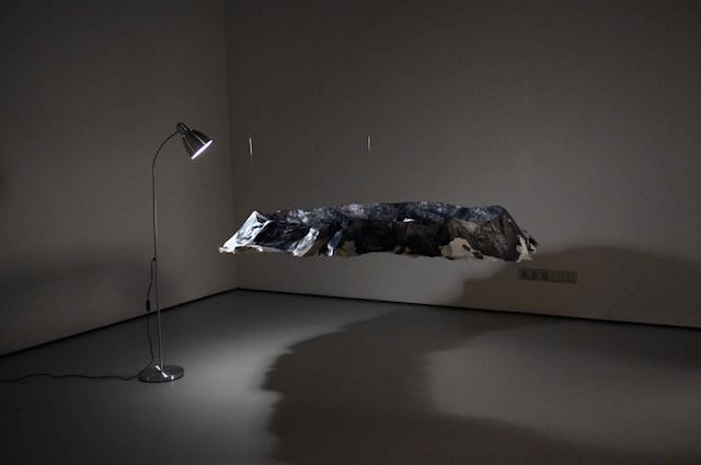 © Julia Llerena   Rotación oscura   instalación   exposición   Galería Astarté   Arte a un Click   A1CExpos
