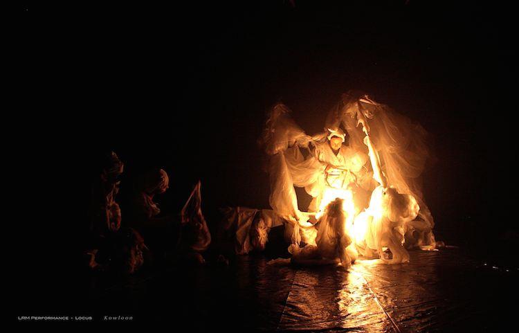 © Berta Delgado | LRM PERFORMANCE | LOCUS Kowloon. Luciern | III Mujeres Mirando Mujeres |Arte a un Click | A1CProyectos