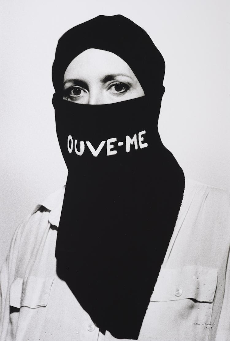© Helena Almeida | Corpus | IVAM | Arte a un Click | A1CExpos