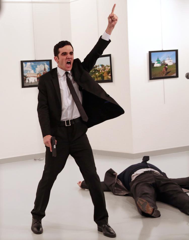 © Burhan Ozbilici | The Associated Press. Un asesinato en Turquía |World Press Photo | Arte a un Click